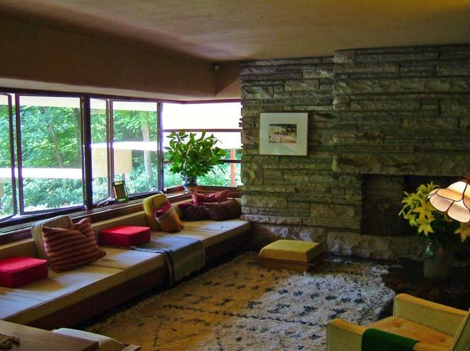 Fallingwater house room interior